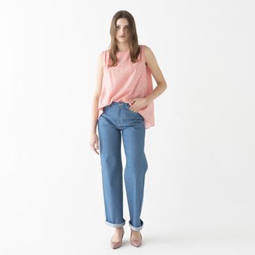 Sleeveless blouse/Denim pants