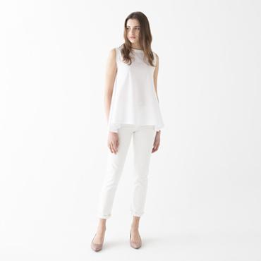 Sleeveless top/White denim pants