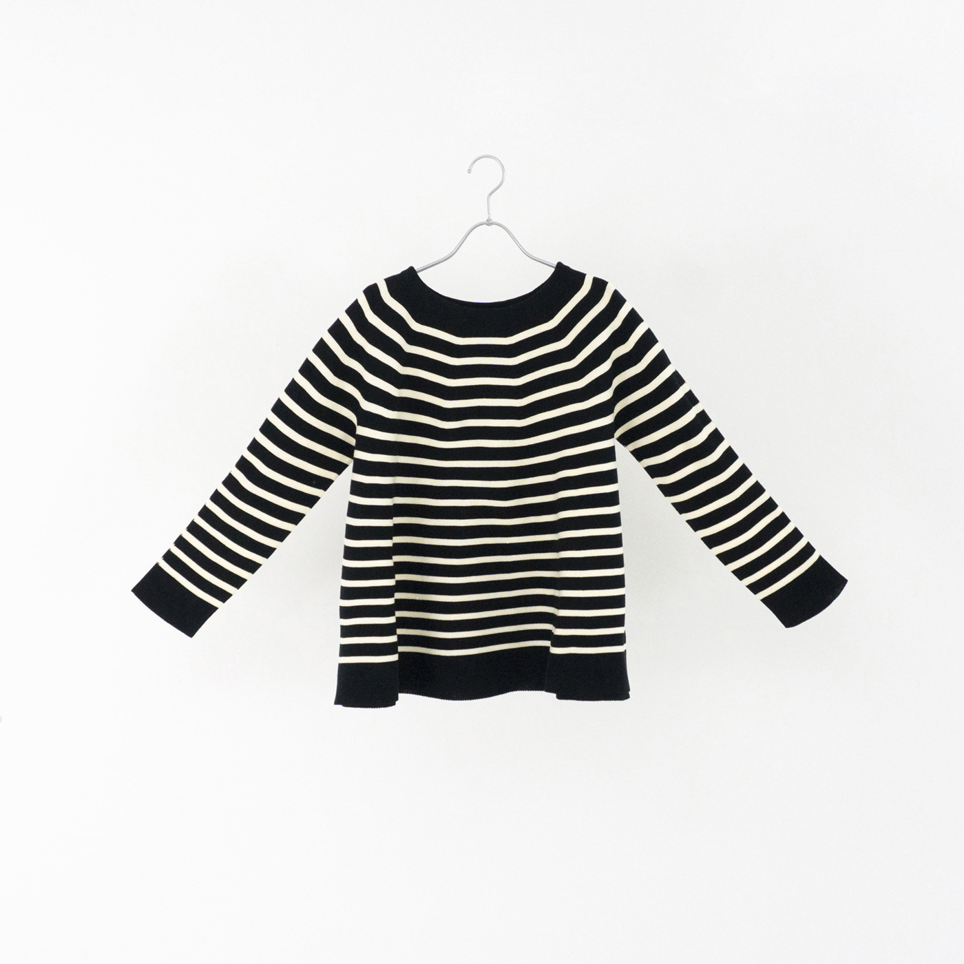 198521 black × white ¥24,000+tax
